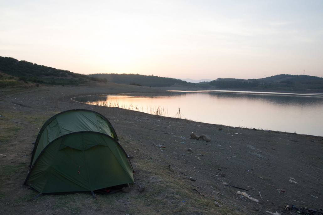 We pitched our tent on the banks of the Çerkeşli göleti reservoir. The reservoir's banks were dotted with fisherman and we were even given a huge bunch of freshly-picked grapes from the farmers as we pitched our tent
